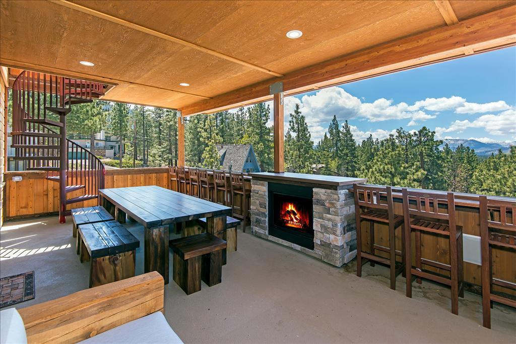 2nd Floor Deck. 7 bedroom Lakeview Luxury   Vacation Rental Home